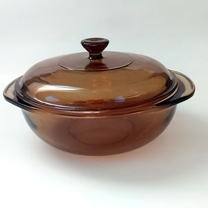 Pyrex 1.5 L round casserole with lid